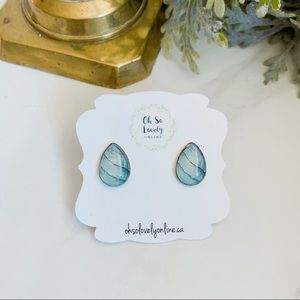 Jewelry - Teardrop earring